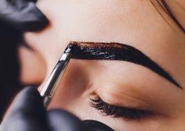 Augenbrauenfärben